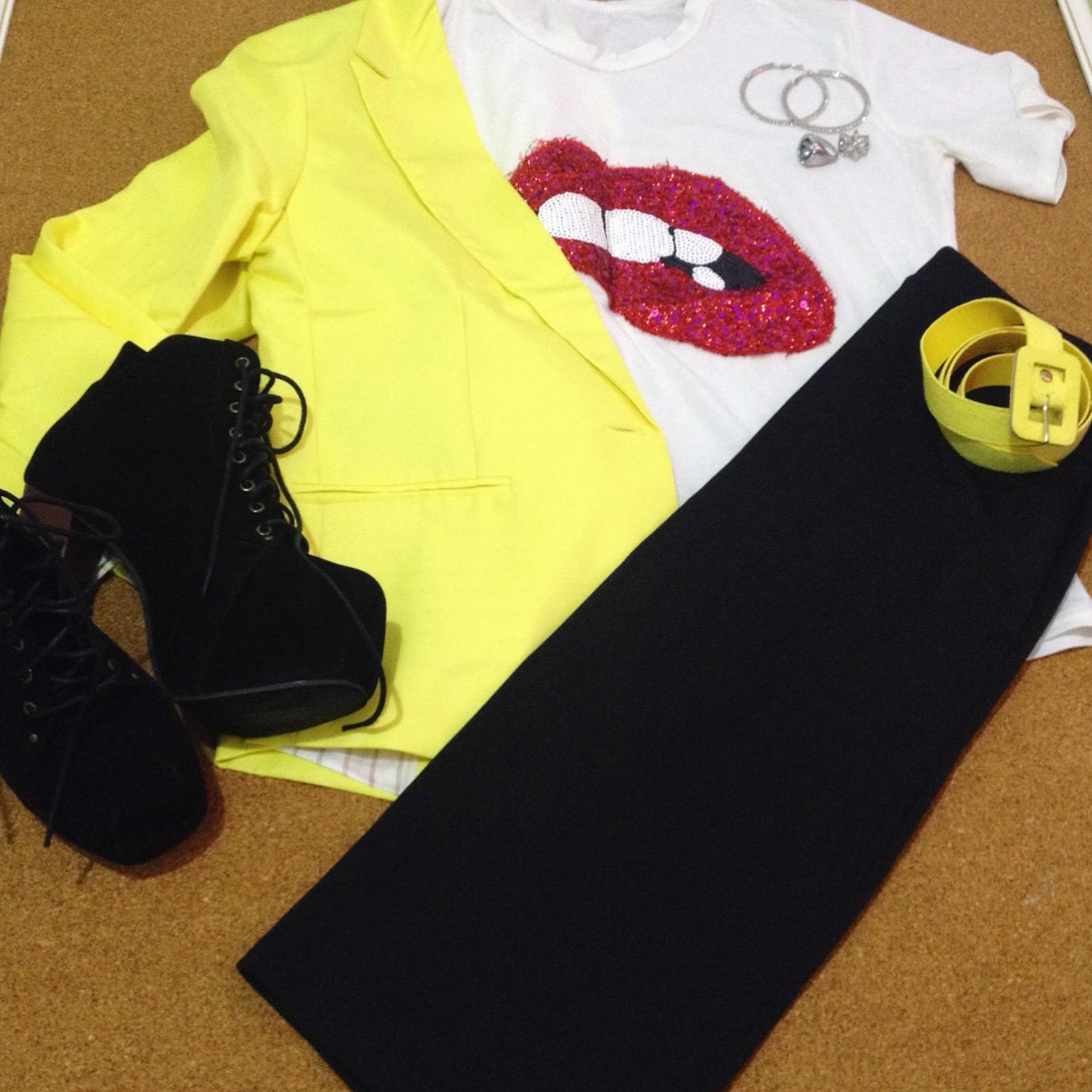 Usando blazer amarelo | Dresslink