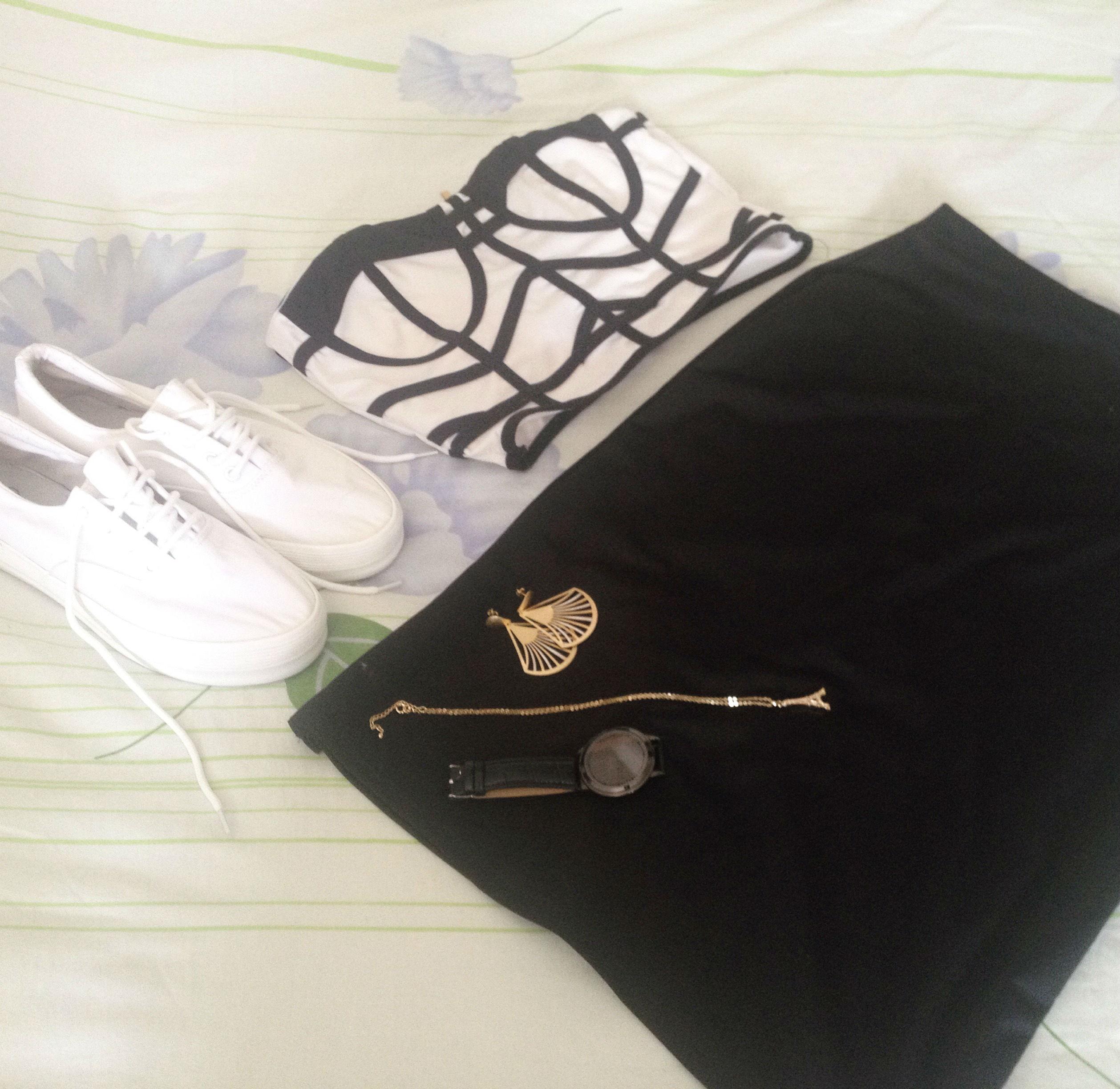Look P&B com Tênis