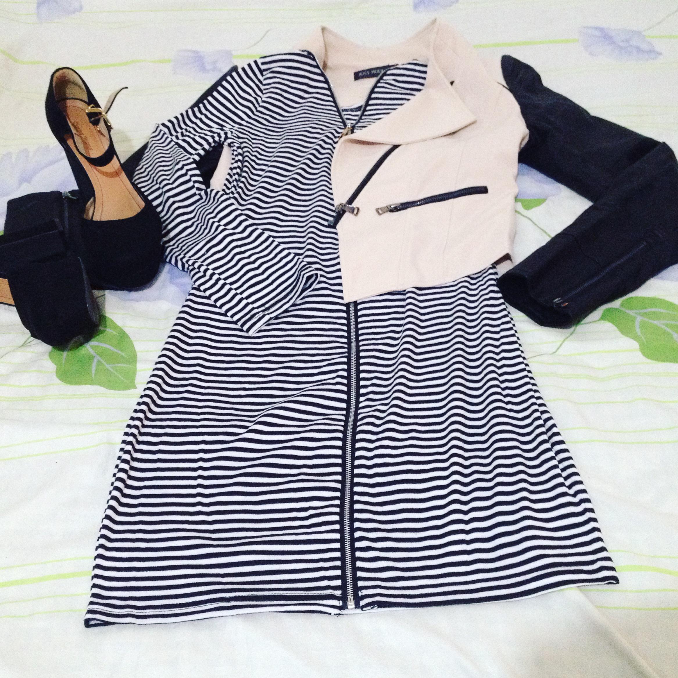 Vestido de listras com Jaqueta de couro