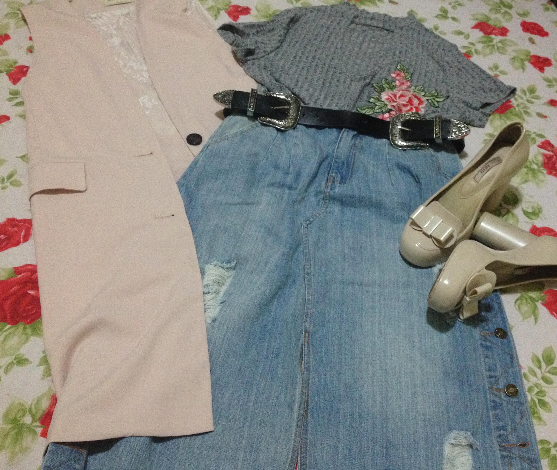 Saia jeans Midi e blusa com aplicação de flores Zaful
