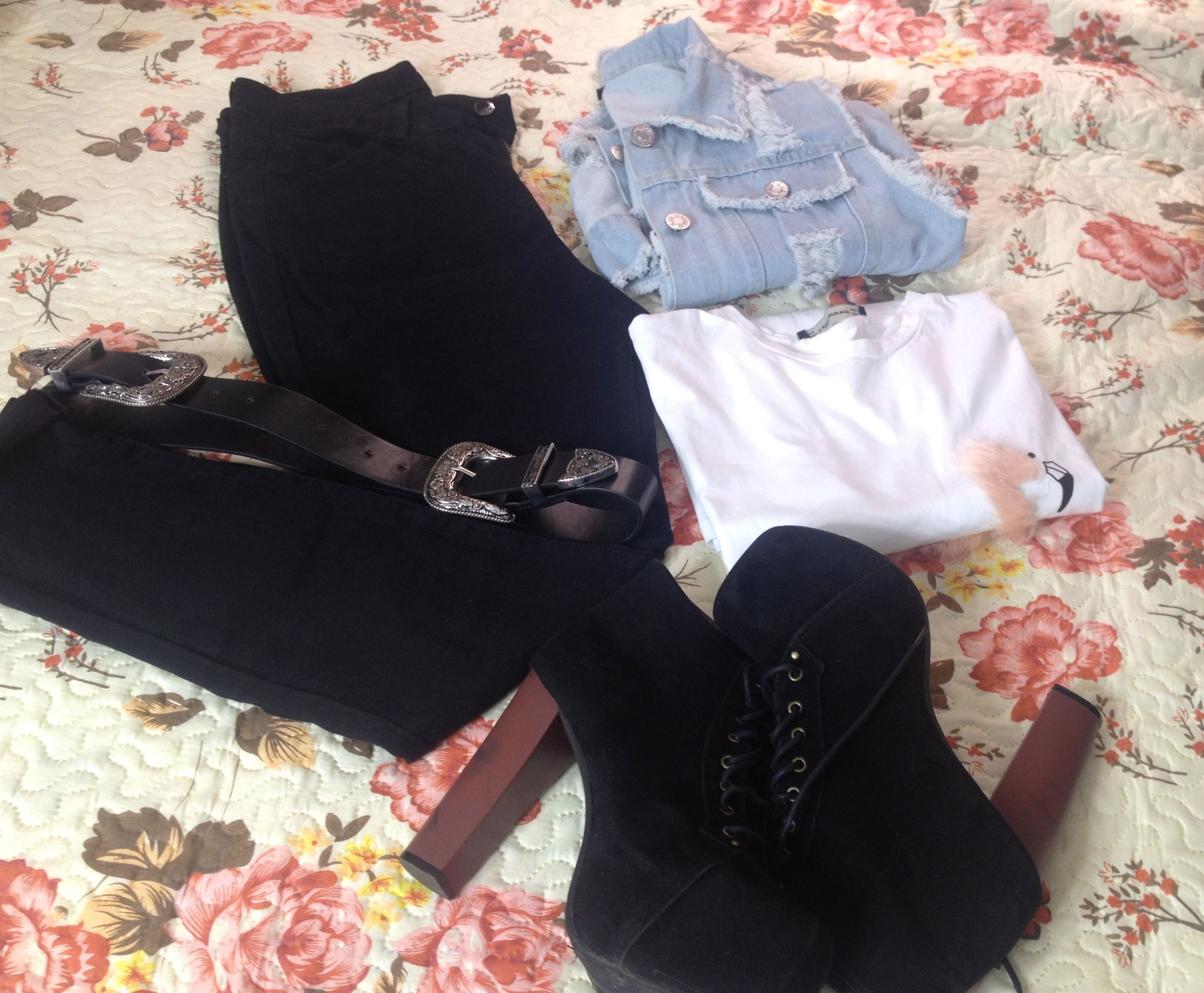 Maxi colete jeans e calça preta Girlmerry